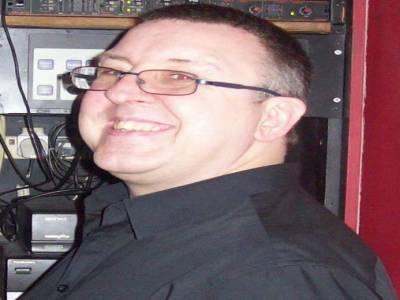 Gloucestershire Wedding DJ DJ image